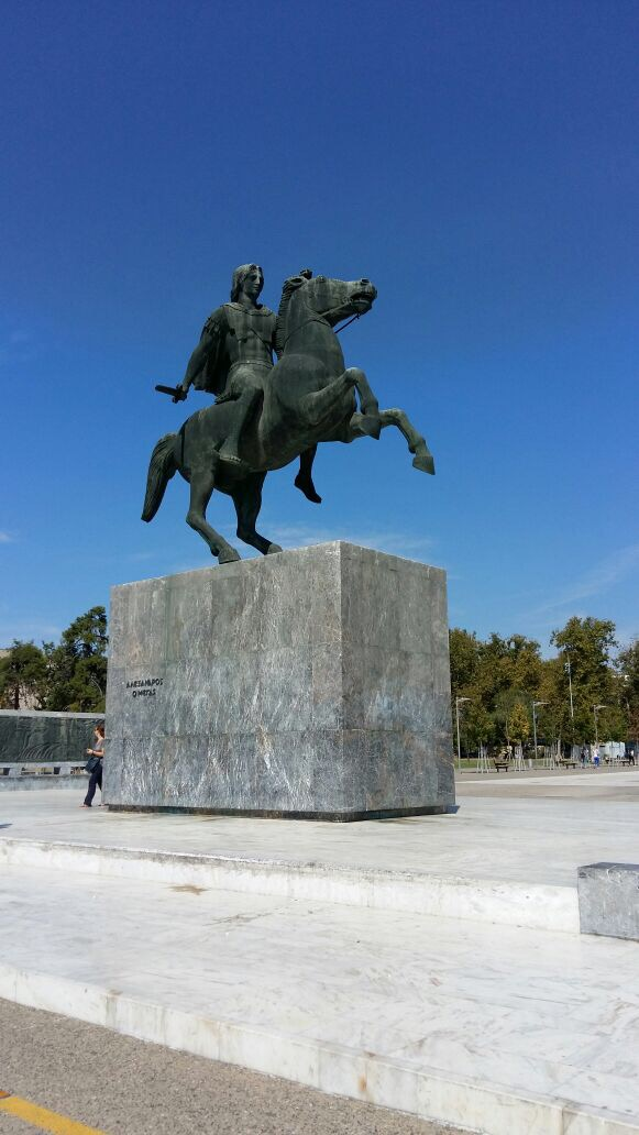 statue at thessaloniki beach